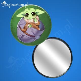 Lusterko Baby Yoda w hełmie