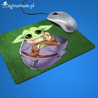 Podkładka pod mysz Baby Yoda w hełmie