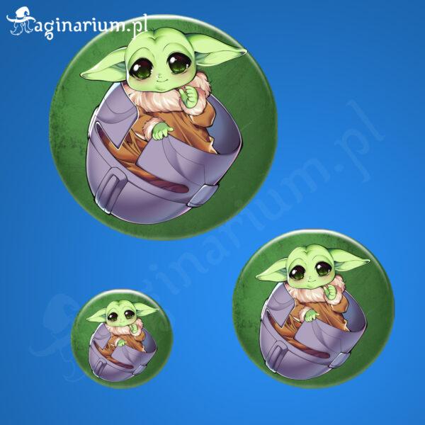 Przypinka Baby Yoda w hełmie